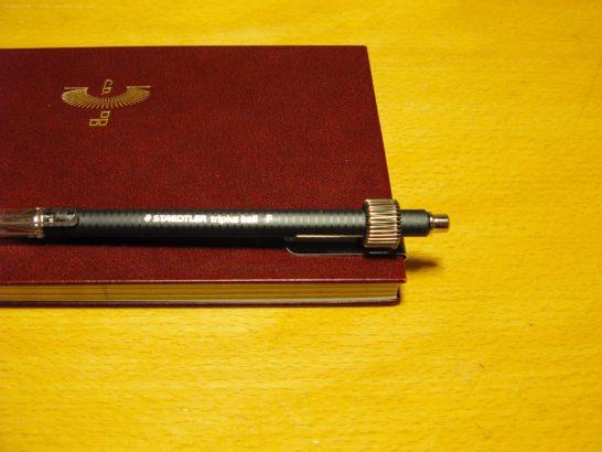 D-BROSのCreator's DiaryとペンホルダーにSTAEDTLER®のトリプラス ボール・油性ボールペン