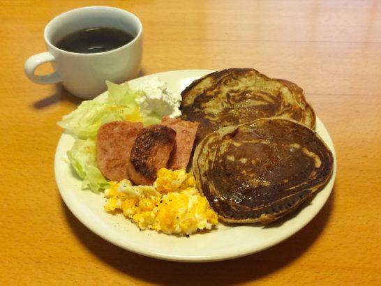 リコッタパンケーキとスパムの朝ごはん例